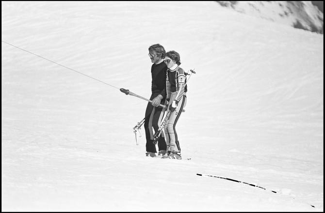 Džejms sa ocem na skijanju