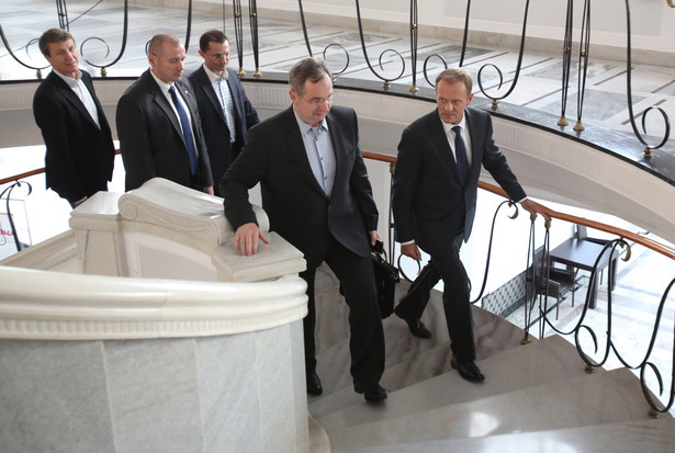 Donald Tusk wziął udział w posiedzeniu parlamentarnego klubu PO PAP/Leszek Szymański