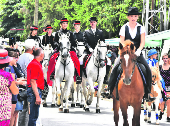 Hiljade turista dolaze na festivale u Monoštoru
