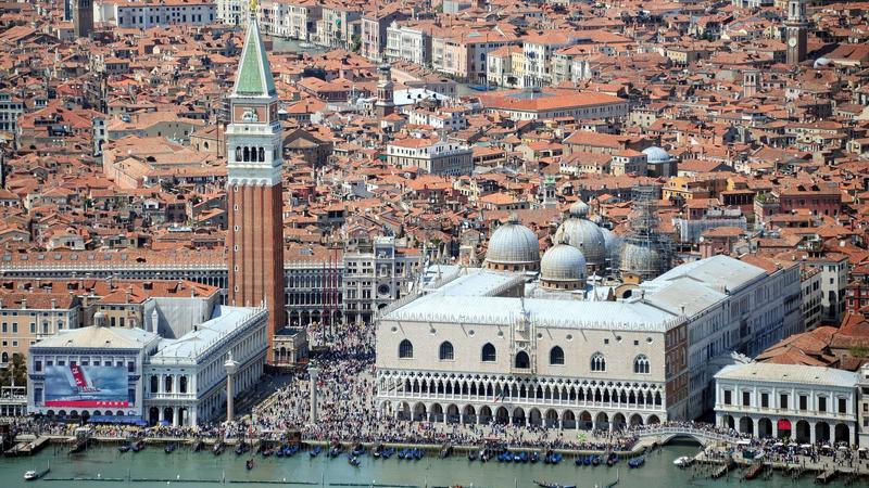 Panorama Wenecji. Na pierwszym planie plac św. Marka i Pałac Dożów