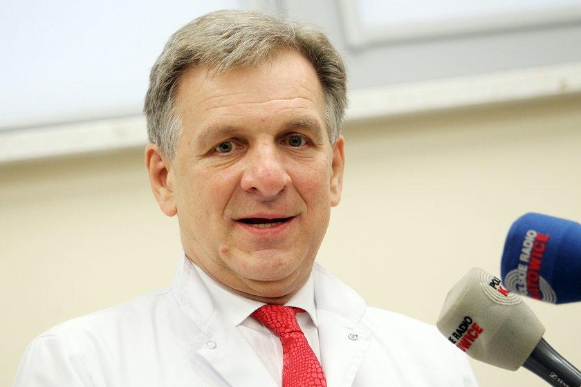 Prof. Jerzy Sikora przeprowadził operację z użyciem noża plazmowego