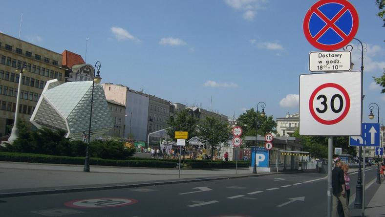 Kolejne ulice w centrum z organiczoną prędkością