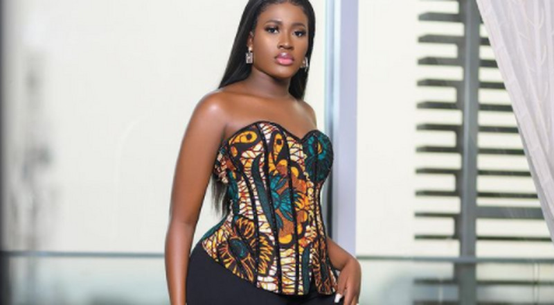 Fella Makafui revisits denim and bustier trend and we love it