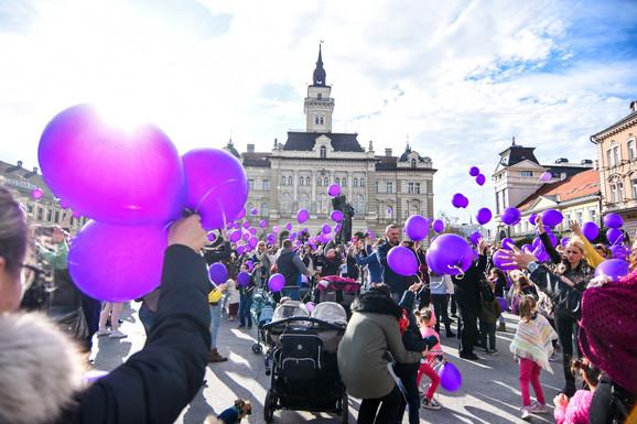 Puštanje balona u znak podrške prevremeno rođenoj deci