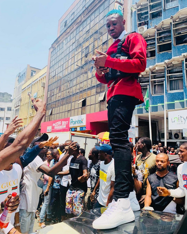 Nigerian rapper, Zlatan held his show, 'Zlatan Live' at Federal Palace Hotel, Ahmadu Bello, Way, Victoria Island, Lagos. While some upcoming acts had been performing, the man of the hour made his way onto the stage at 1:23 am on December 19, 2019. [Instagram/ZlatanIbile]
