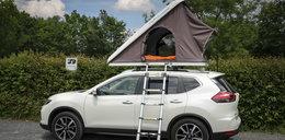 Pokazali jak zamieszkać na dachu auta!