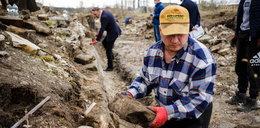 Zatrważająca historia z Będzina. Lokalny badacz dziejów odkrył, co komuniści zrobili z nagrobkami