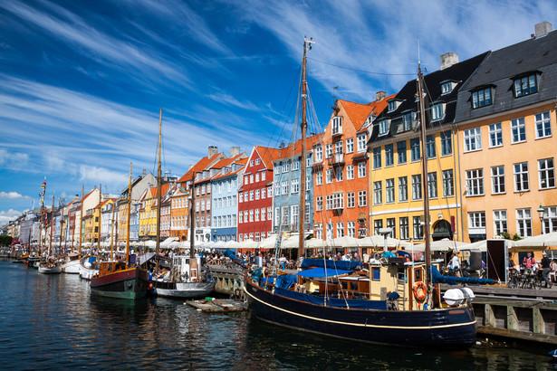 1. Dania 80,5 pkt Najwyżej oceniony system emerytalny świata. Duńska emerytura składa się z emerytury podstawowej i dodatkowej. Pierwsza, w pełnej wysokości, przysługuje po zamieszkiwaniu w Danii przez 40 lat. Druga zależy od wysokości opłacanych składek.