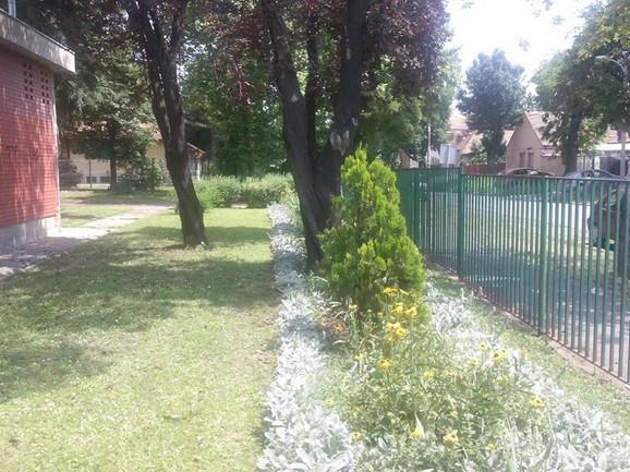 Deo dvorišta OŠ