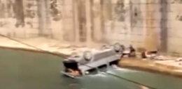 Samochód runął do kanału. Za kierownicą dziecko