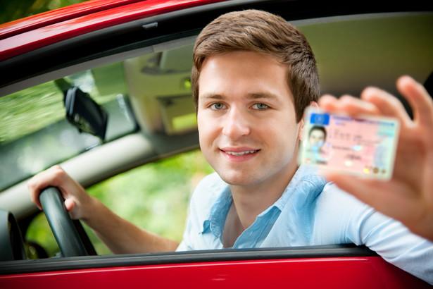 Do tej pory policja miała dość ograniczone możliwości zatrzymywania prawa jazdy na drodze.