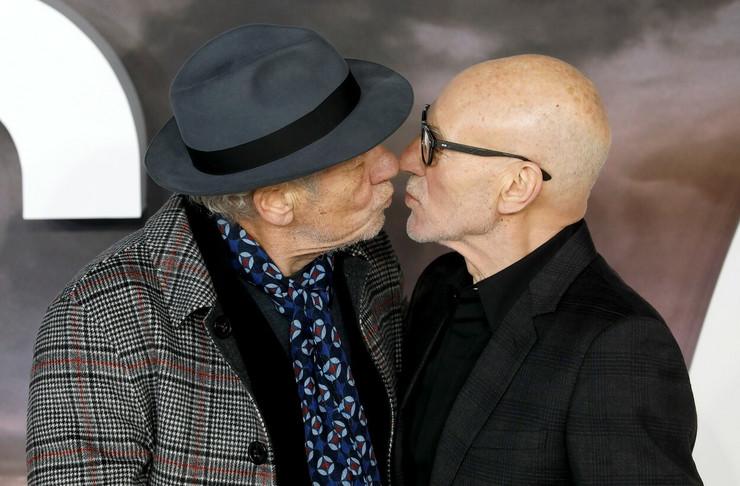 Gej poljubac