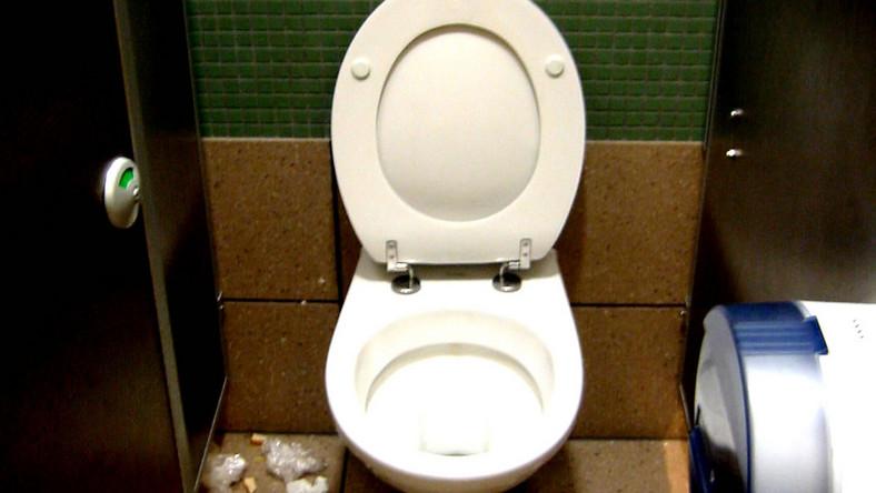 W szkolnych łazienkach jest brudno