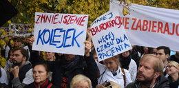 Pikieta lekarzy rezydentów przed kancelarią Szydło i protesty w całej Polsce!