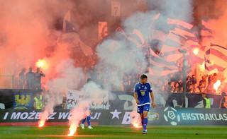 MSWiA: Środki pirotechniczne nadal groźne na stadionach