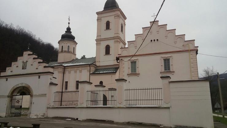 Telo devojke pronađeno kod manastira