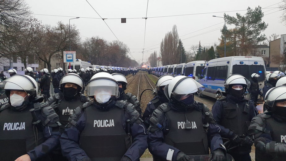 13 grudnia - policja zabezpiecza okolice domu Jarosława Kaczyńskiego