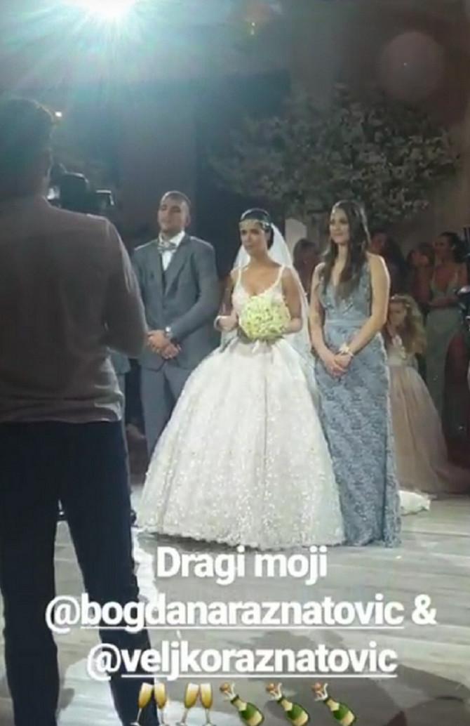 Bogdana u drugoj venčanici, Veljko u sivom odelu