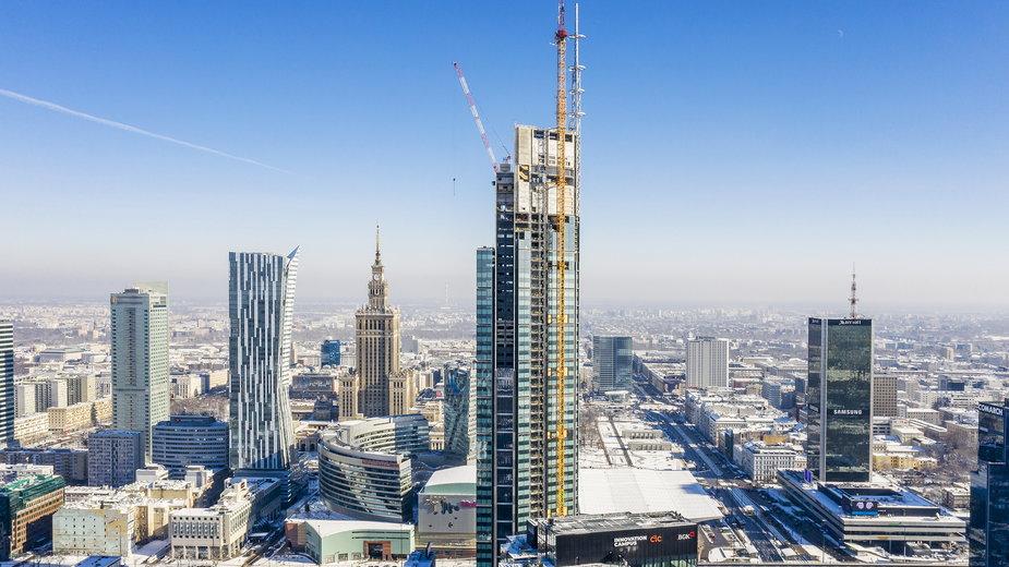 Varso Tower dzięki zamontowaniu 80-metrowej iglicy jest już najwyższym budynkiem w UE