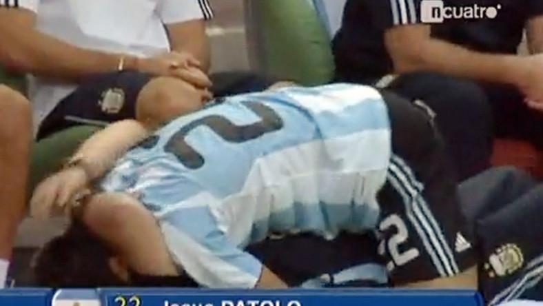 Zobacz, jak czule piłkarz utulił Maradonę