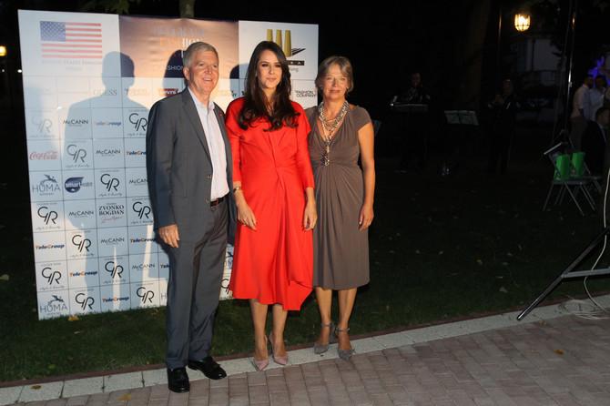 Tamara u društvu ambasadora i njegove supruge Nevenke
