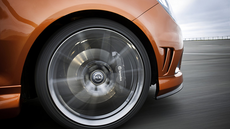 """Od 19 stycznia 2013 r. znowelizowane zostaną definicje zawarte w ustawie prawo o ruchu drogowym oraz w ustawie o kierujących pojazdami. Rozszerzona zostanie między innymi definicja kierowcy. """"Obecnie kierowcą jest osoba uprawniona do kierowania pojazdem silnikowym, w nowym brzmieniu definicja będzie również dotyczyć osób kierujących motorowerami"""" - mówi Maciej Żyłka, radca prawny D.A.S. Towarzystwa Ubezpieczeń Ochrony Prawnej S.A."""