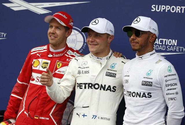 Sebastijan Fetel, Valteri Botas i Luis Hamilton posle kvalifikacija u Austriji