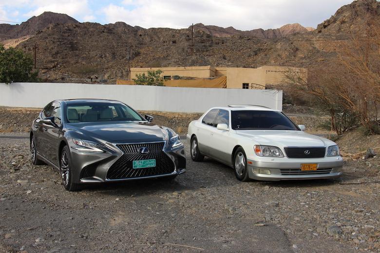 Lexus LS 500h i LS 400 pierwszej generacji