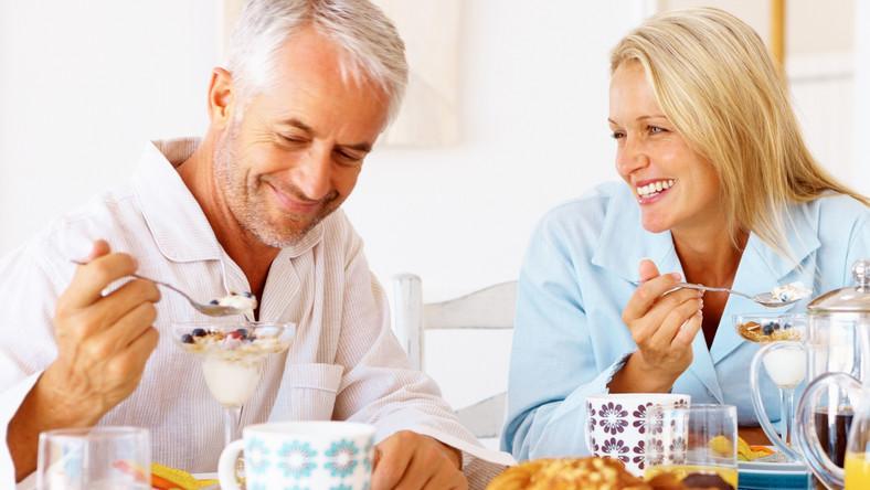 Posiłki obfitujące w węglowodany grożą rozwojem Alzheimera