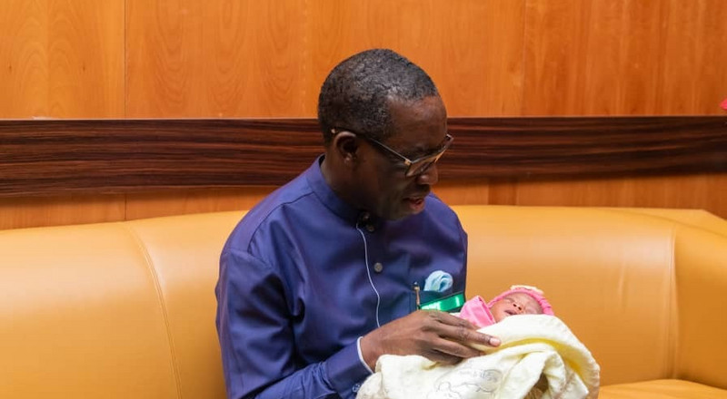 Okowa presents N2m to baby born at PDP campaign rally [PHOTOS]