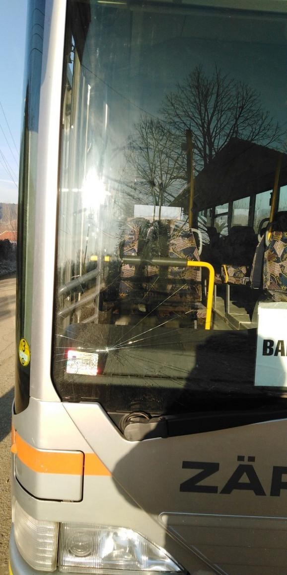 U mestu Babotinac kod Prokuplja 9.januara namerno polomljena šoferšajbna na autobusu