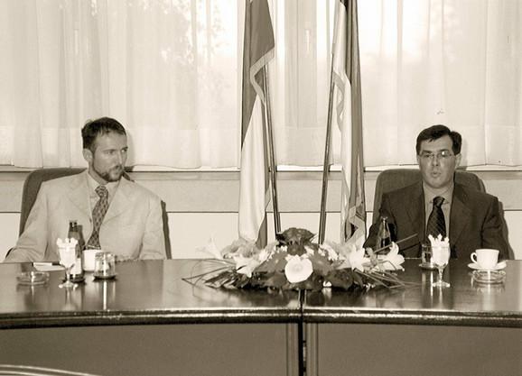 """Članovi Komisije kažu da je Galić (levo) na posao dolazio u džipu """"grand čiroki"""" zatamnjenih stakala i da je u kancelariji provodio dva do tri sata dnevno"""