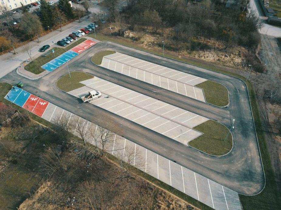 Przy drawskim szpitalu powstał nowy parking. To inwestycja Powiatu Drawskiego