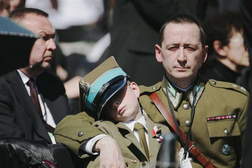 Amerykańscy żołnierze na pogrzebie