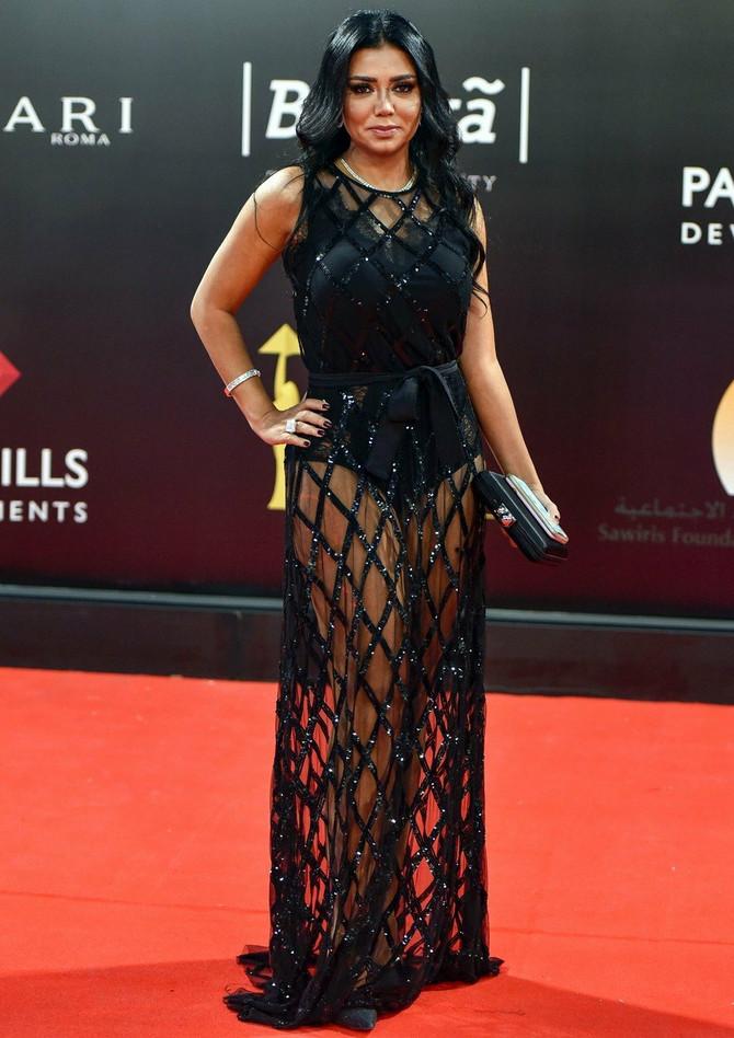 Šta vi kažete na ovu haljinu?