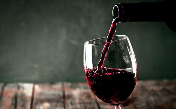 Spytał o to rolnik, który z uprawianych przez siebie winorośli produkuje w ciągu roku do 100 hektolitrów wina gronowego.