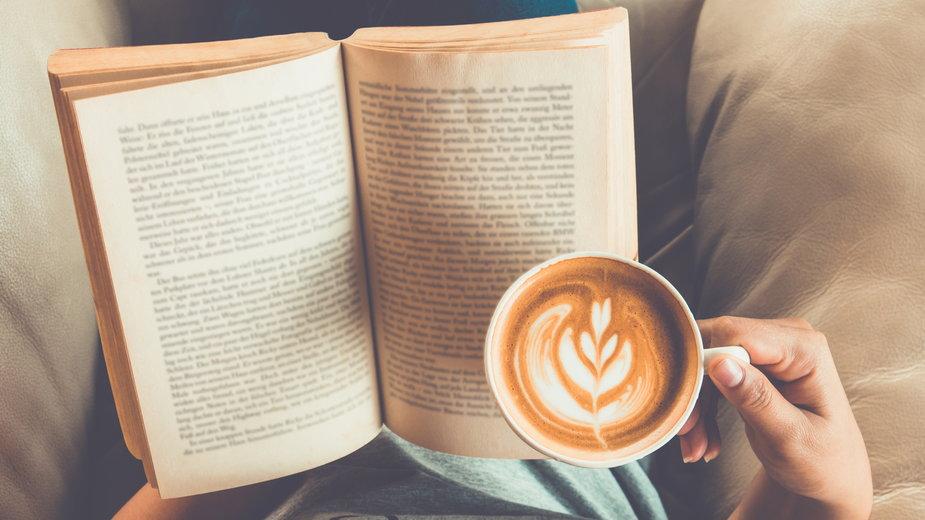 Osiem nowości książkowych idealnych na jesienne wieczory