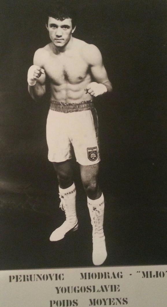 Miodrag Perunović boksom se bavio od 1972. do 1994. godine, kao profesinalac je boksovao 13 godina
