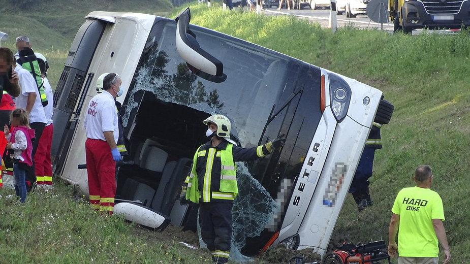 Węgry: Wypadek polskiego autokaru na autostradzie. Zginął jeden z pasażerów
