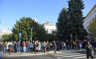 Przesłuchano mężczyznę, który podpalił się przed Sejmem. Co powiedział? Skąd pochodzi?