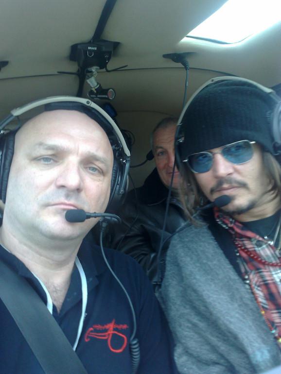 Pilot Goran Krneta dovezao je Džonija Depa od Surčina do Mećavnika