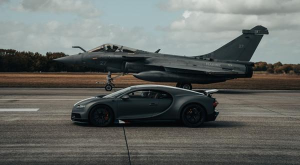 Bugatti Chiron Sport kontra myśliwiec Dassault Rafale Marine