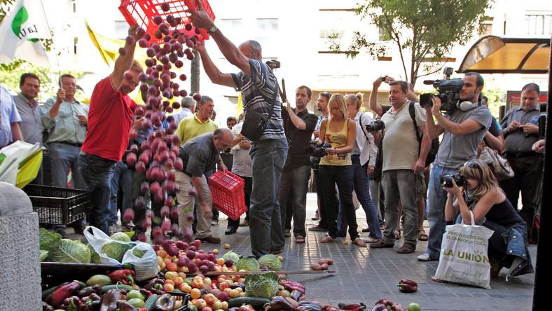 Hiszpańscy rolnicy protestują przed konsulatem Niemiec