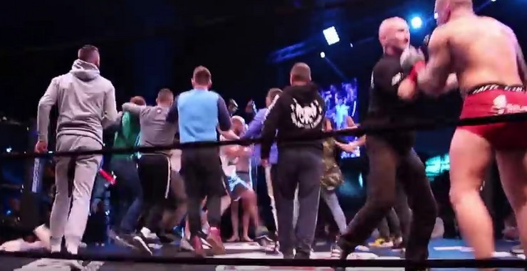 MMA tuča