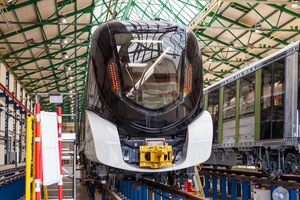 Metro w Rijadzie będzie składać się z 6 linii. Niebieskiej (najwięcej stacji - 26), zielonej, czerwonej (najdłuższej - 40,7 km), pomarańczowej (tylko 9 stacji), żółtej (najkrótszej - 12,9 km), fioletowej.