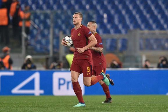 Edin Džeko se brzo vraća na centar posle prvog gola na meču Roma - Barselona