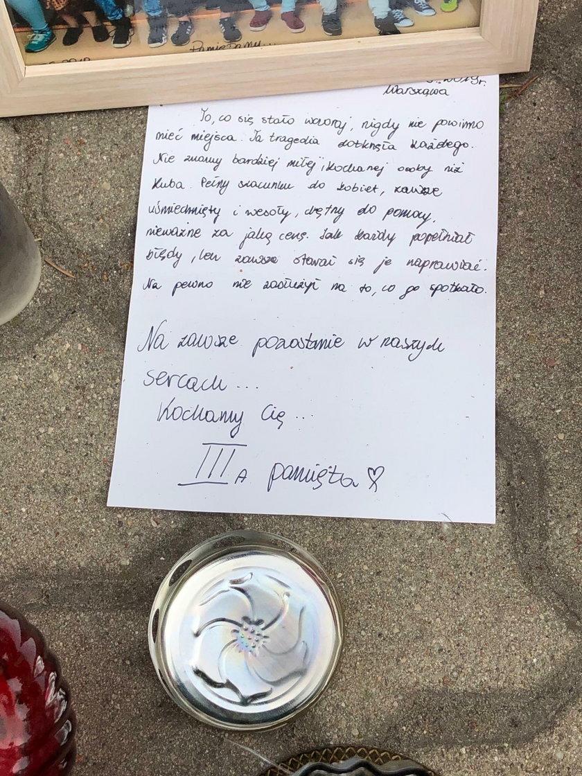 Kwiaty, znicze i list. Tak upamiętniają zamordowanego Jakuba