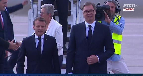 Franciski predsednik je u 15.30 sleteo u Beograd