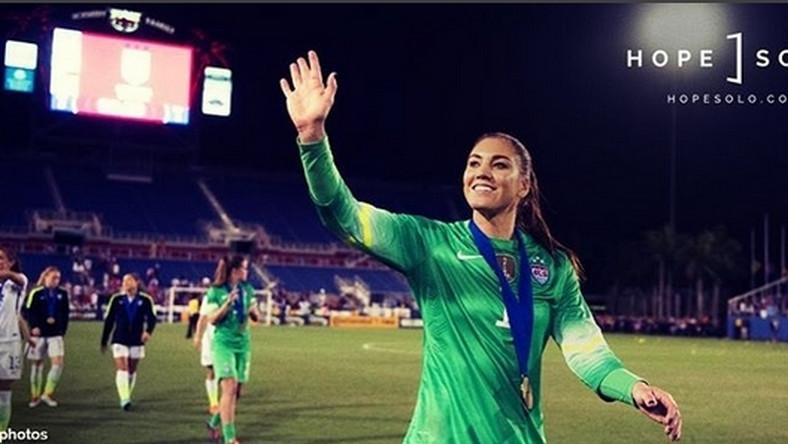 """Prezes Amerykańskiej Federacji Piłki Nożnej Sunil Gulati przyznał, że """"jej zachowanie podczas meczu ćwierćfinałowego igrzysk olimpijskich w Rio de Janeiro ze Szwecją było nie do przyjęcia i nie spełniało standardów wymaganych od zawodniczek zespołu narodowego""""."""