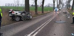 Dramatyczny wypadek. Auto rozpadło się na pół